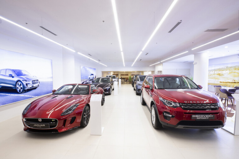 showroom jaguar land rover Phu Thai Mobility